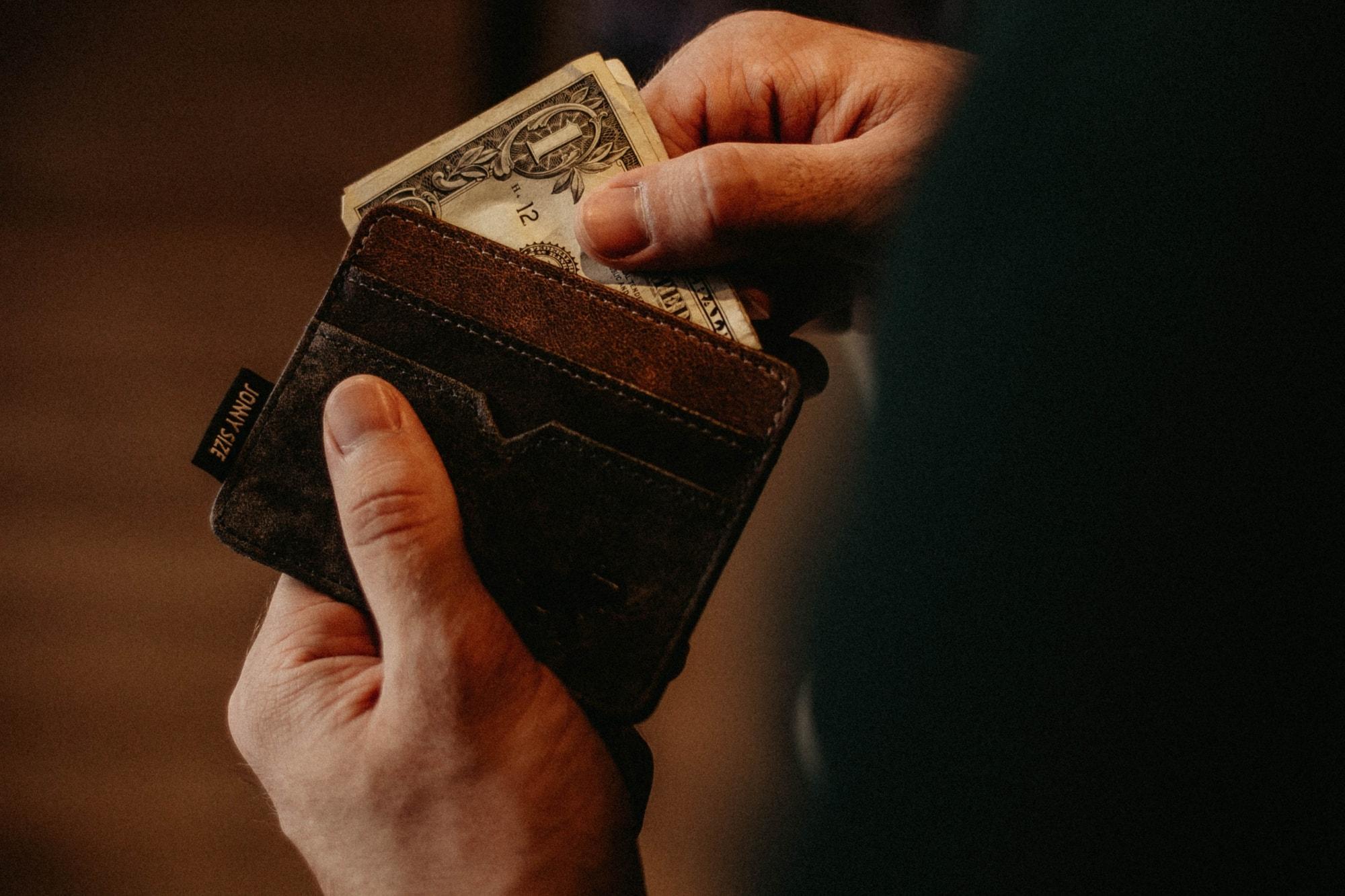 Kontanter i en plånbok