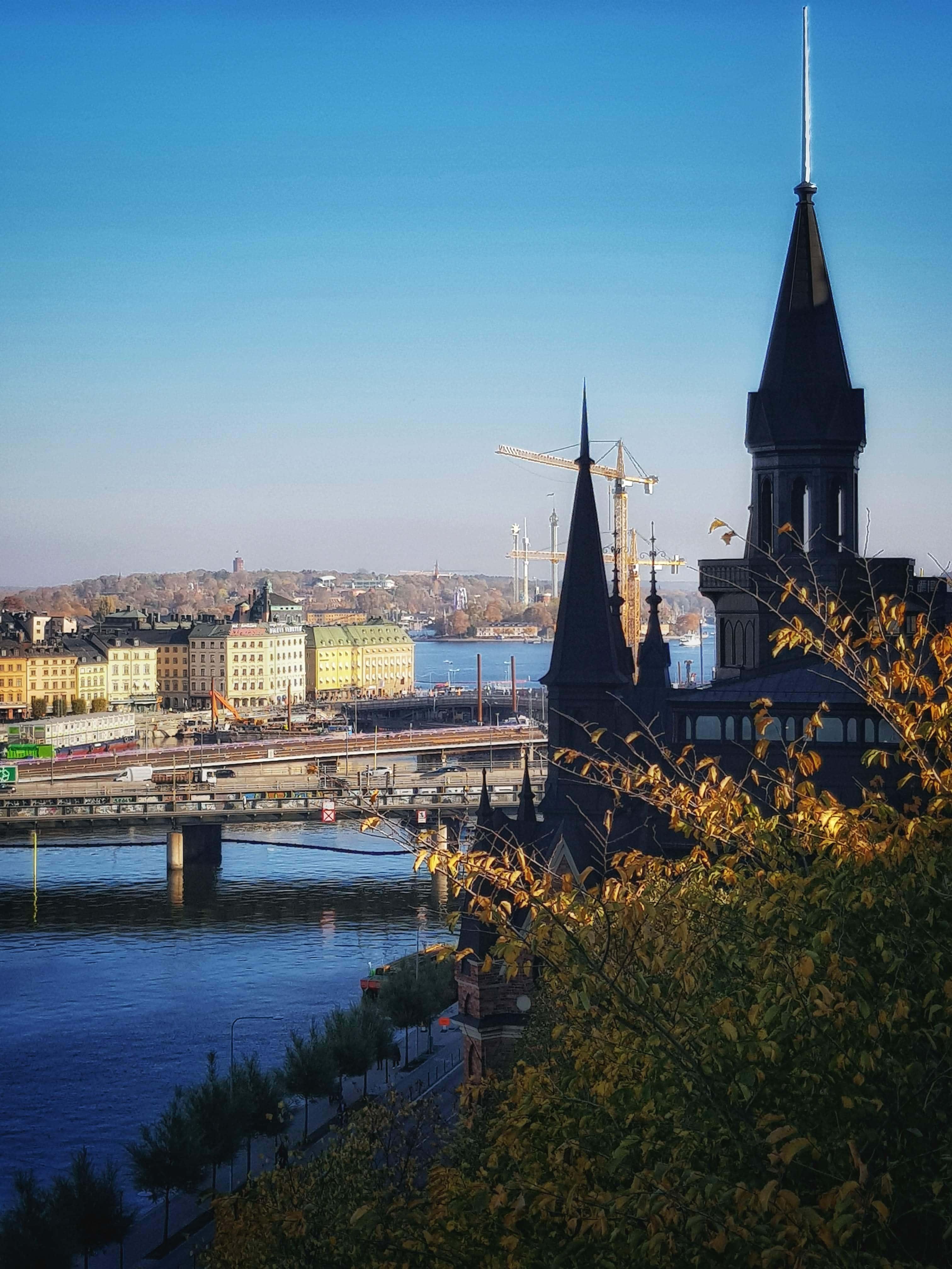 Stockholm i bakgrunden
